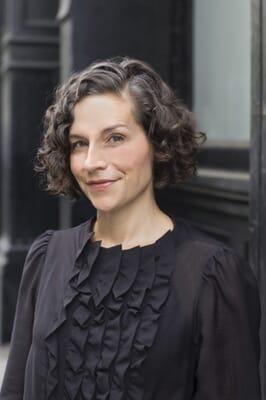 Sarah Holoubek headshot